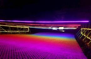 光の体験牧場・光る!芝滑り